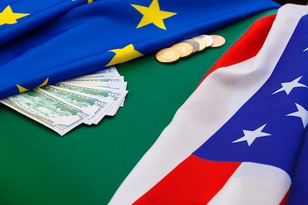 Amerykańska flaga i bitcoiny, nowa gospodarka w internecie