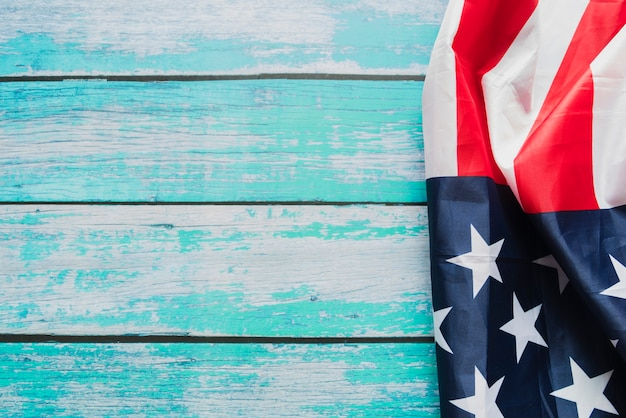 Amerykańska flaga na pomalowanych deskach