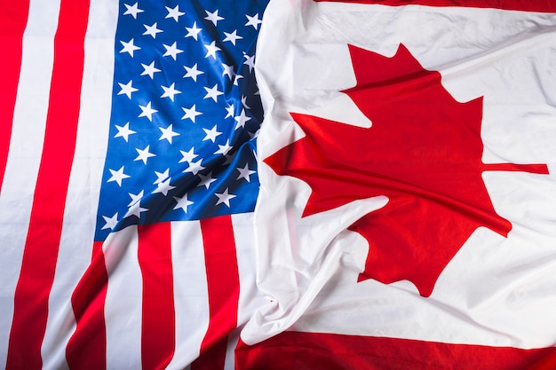 Amerykańskie i kanadyjskie flagi razem