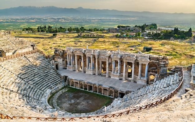 Amfiteatr rzymski w hierapolis - pamukkale. w turcji