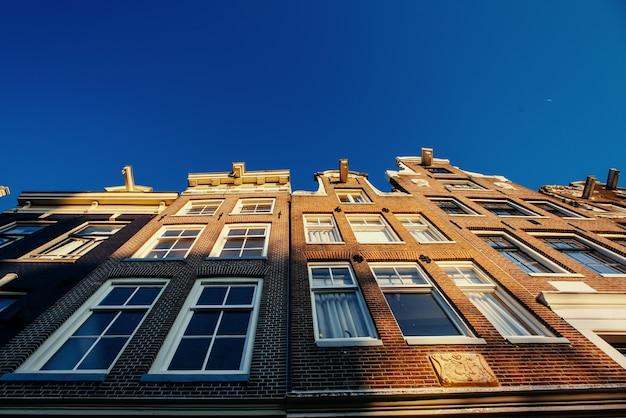 Amsterdam - holandia. vulytsya w historycznym centrum amst