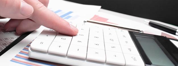 Analiza danych finansowych. liczenie na kalkulator
