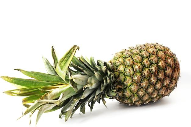 Ananas na białej ścianie