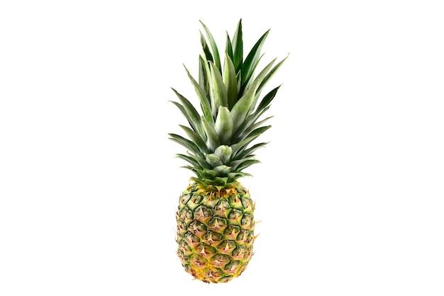 Ananas na białym tle.