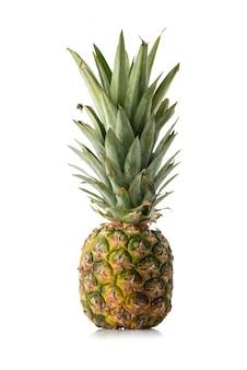 Ananas odizolowywający na białym tle