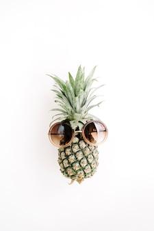 Ananas w okularach przeciwsłonecznych