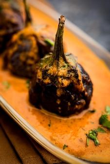 Anda czyli curry jajeczne z kurczakiem tangri lub tangdi masala