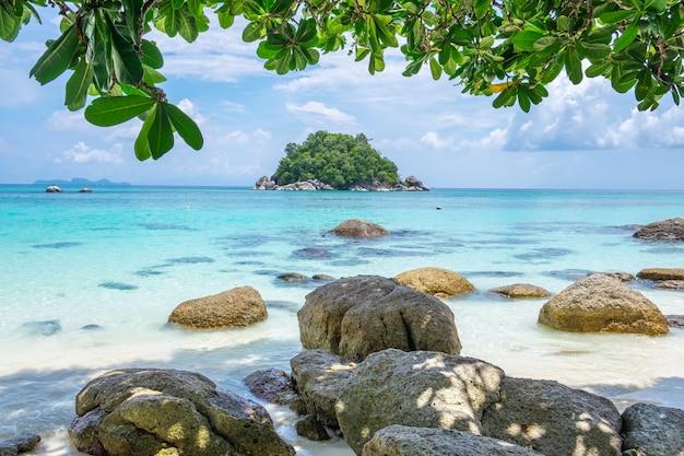 Andaman krystalicznie denny biały piasek plaża