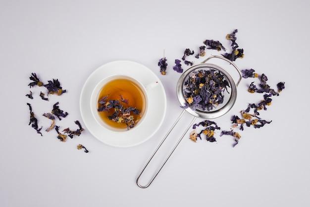 Angielska herbata na prostym tle