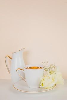 Angielska herbata w eleganckiej kompozycji