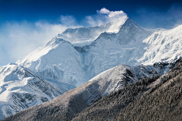 Annapurna góra zakrywająca w śniegu