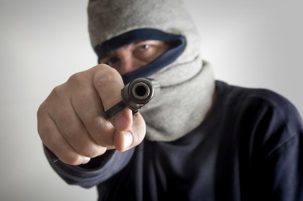 Anonimowy napad z bronią w ręku