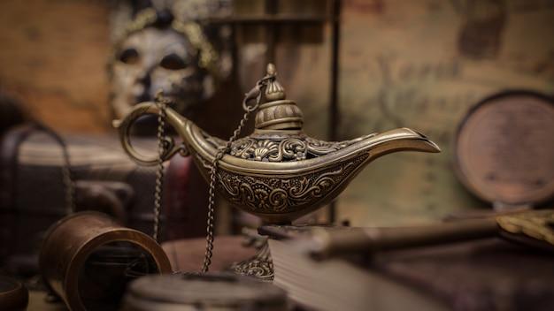 Antyczna latarnia magiczna aladdin