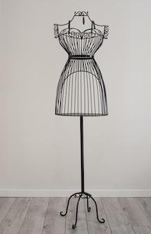 Antyczna metalowa sukienka