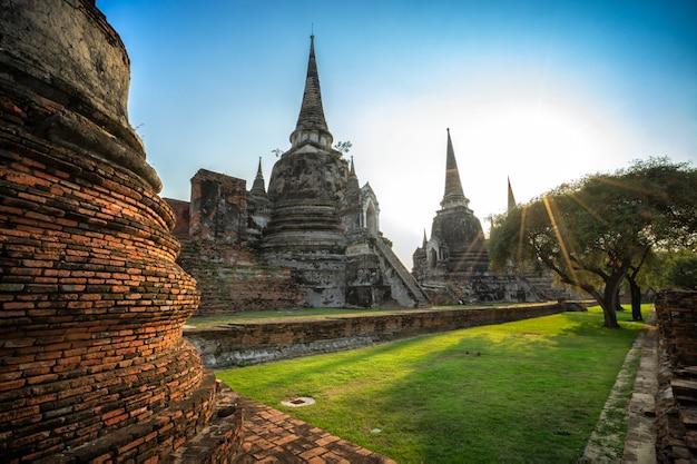 Antyczna pagoda w ayutthaya dziejowym parkowym tajlandia.