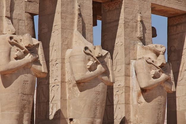 Antyczna świątynia ramesseum w luxor, egipt