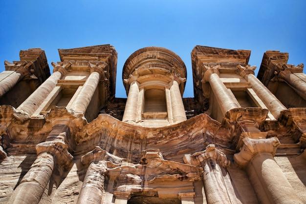 Antyczna świątynia w petra, jordania
