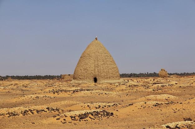 Antyczne ruiny, stary dongola w sudan, sahara dezerterują, afryka