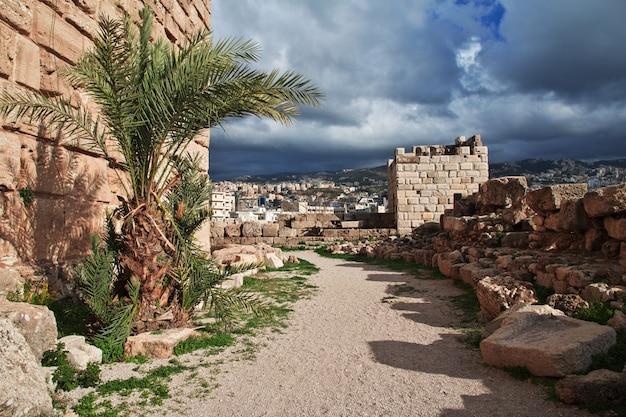 Antyczne rzymskie ruiny w byblos, liban