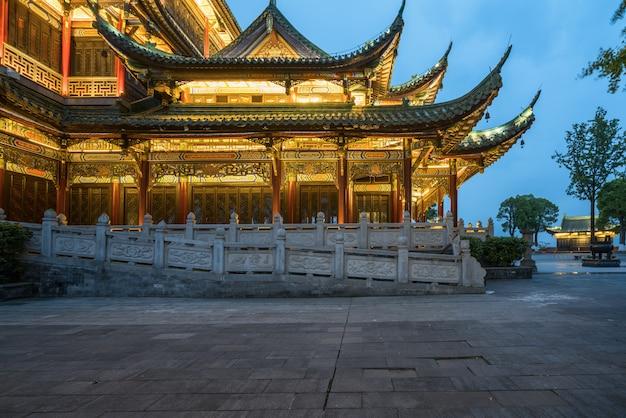 Antycznej architektury świątynna pagoda w parku, chongqing, chiny