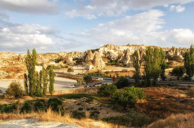 Antyczny cavetown blisko goreme, kapadocja, turcja