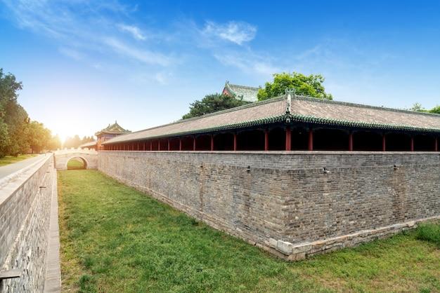 Antyczny chińskiego stylu budynek lokalizować w tiantan parku, pekin, chiny.