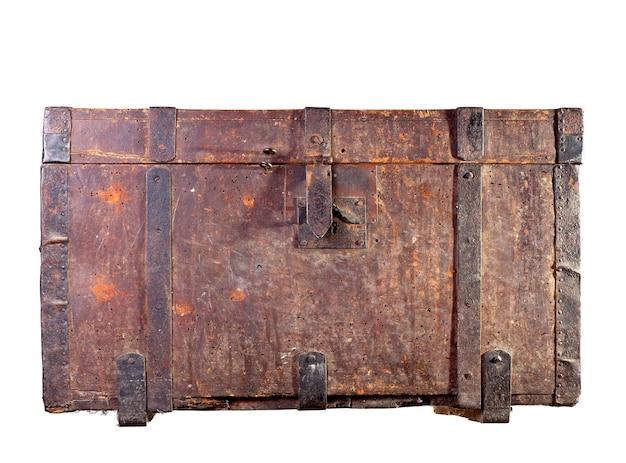 Antyczny drewniany bagażnik na białym tle