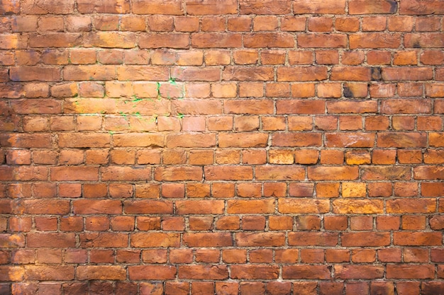 Antyczny mur z cegły vintage tekstury czerwonych bloków kamiennych