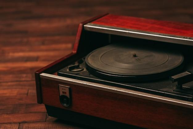 Antyczny odtwarzacz muzyczny