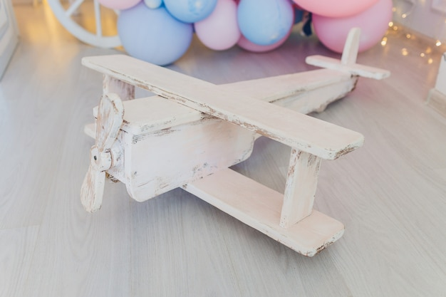 Antyk cyny zabawki samolot na drewnie