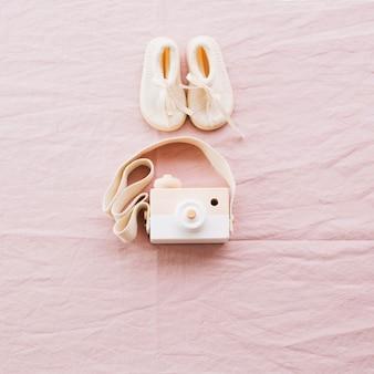 Aparat do zabawy i buty dla dzieci