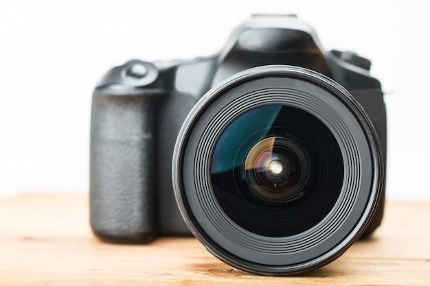 Aparat dslr dla profesjonalnego fotografa w studio.