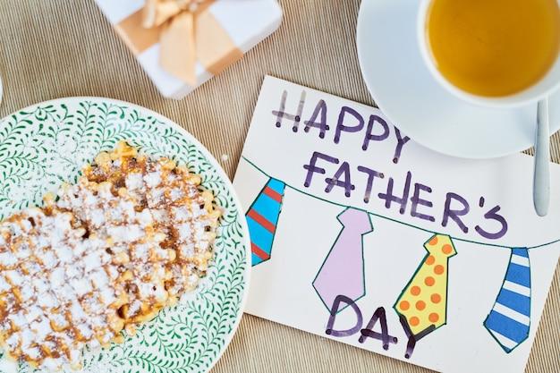 Apetyczne śniadanie w dzień ojca