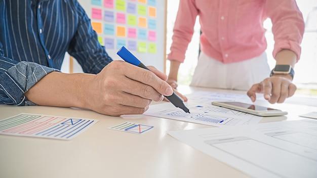 Aplikacja creative web designer do planowania i opracowywania układu szablonów, frameworku na telefon komórkowy. koncepcja doświadczenia użytkownika (ux).