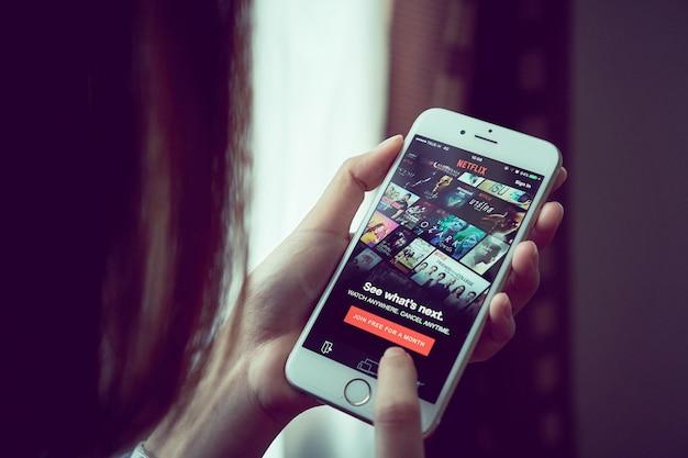 Aplikacja netflix na smartfonie