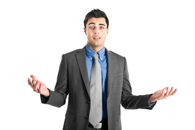 Approachable młody człowiek biznesu z otwartymi ramionami, witając cię