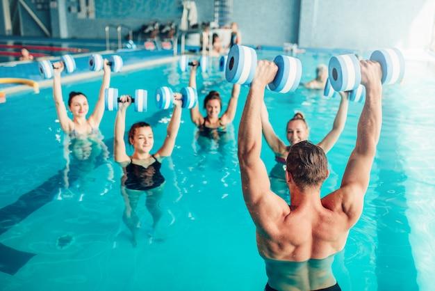 Aqua aerobik, zdrowy tryb życia, sporty wodne, basen kryty, wypoczynek rekreacyjny