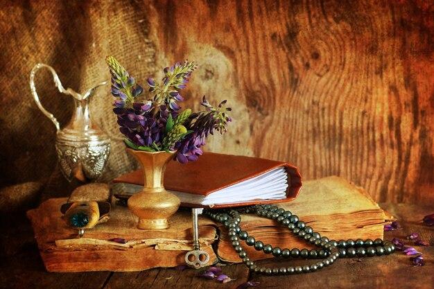 Arabska książka i kwiat z efektem retro!