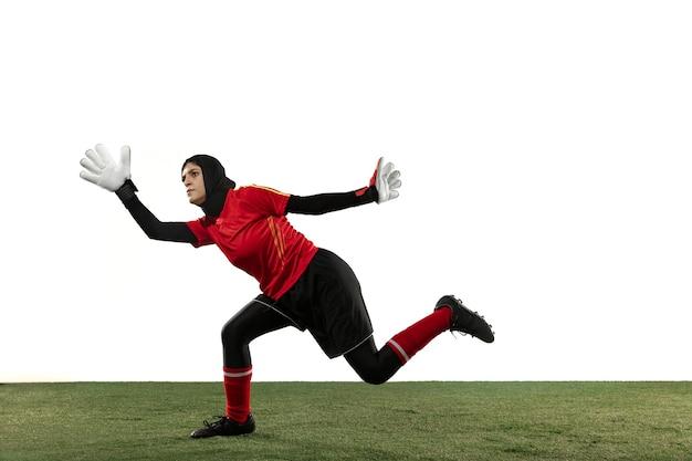 Arabska Piłkarz Lub Piłkarz, Bramkarz Na Tle Białego Studia. Darmowe Zdjęcia