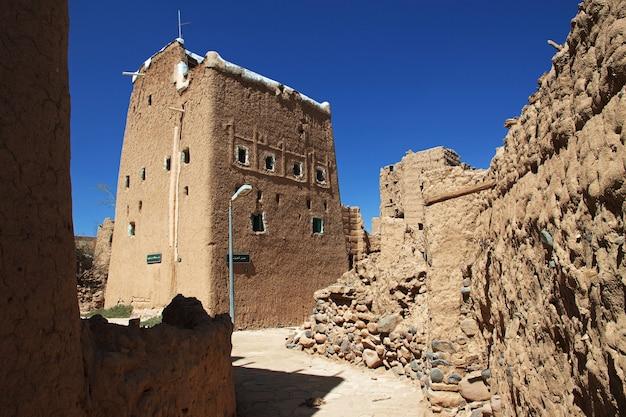 Arabska wioska w pobliżu najran w regionie asir w arabii saudyjskiej