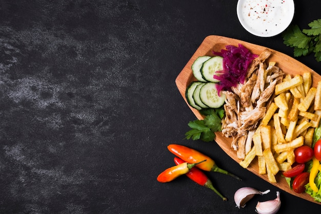 Arabski kebab kanapka płaski leżał kopia przestrzeń