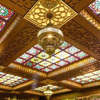 Arabskie wnętrze sufitu latarni, tło ramadan
