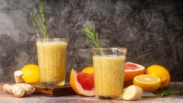 Aranżacja cytryny i grejpfruta