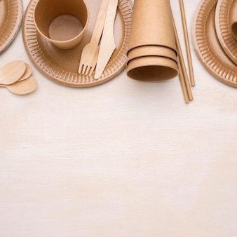 Aranżacja ekologicznej jednorazowej zastawy papierowej