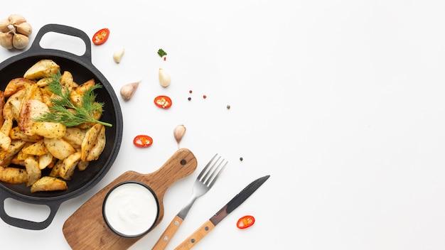 Aranżacja lokalnych potraw z przestrzenią do kopiowania