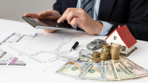 Aranżacja ludzi biznesu i elementów finansów