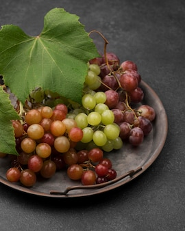 Aranżacja pysznych jesiennych owoców