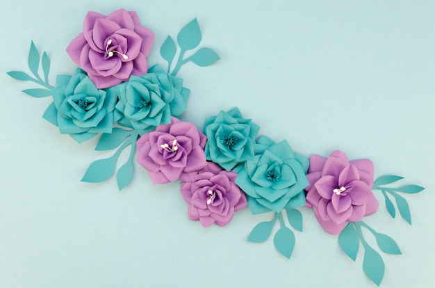 Aranżacja z fioletowymi i niebieskimi kwiatami