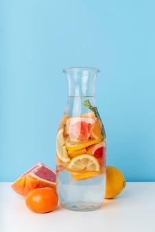 Aranżacja z pysznym napojem owocowym