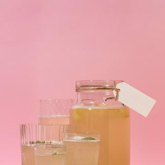 Aranżacja z pysznym sfermentowanym napojem